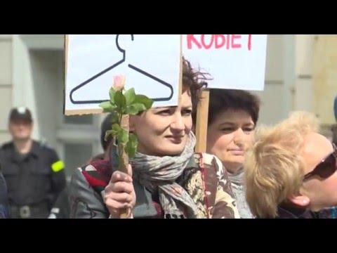 Protest Przeciwko Zaostrzeniu Ustawy Antyaborcyjnej W Zielonej Górze