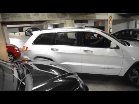 Vrum mostra as dificuldades de se ter um carro grande nos centros urbanos