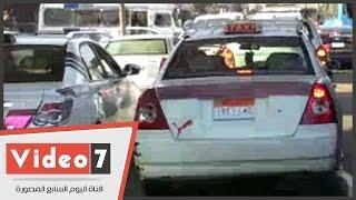 بالفيديو.. تكدس مرورى بشارع رمسيس والسيارات تلجأ للرصيف لتجنب الازدحام