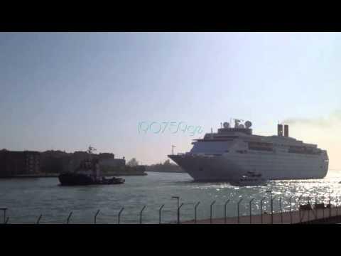 COSTA neo CLASSICA 21/04/2015 Salpa da Venezia per Istanbul