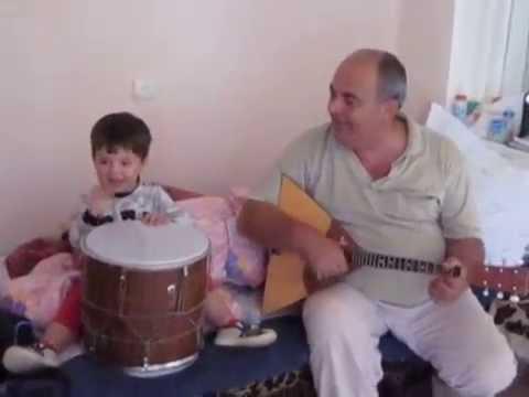 ბაბუა და შვილიშვილის სიმღერა საოცარი შესრულებით.