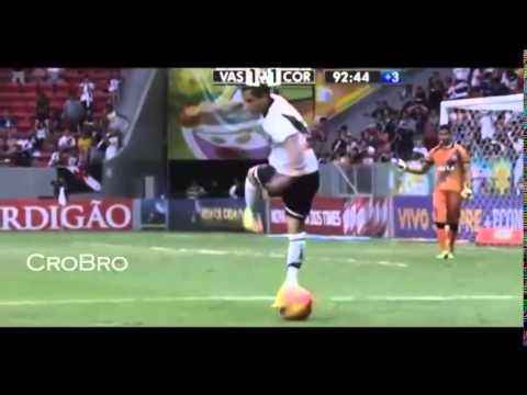 Những tình huống bóng đá hài hước nhất 2013