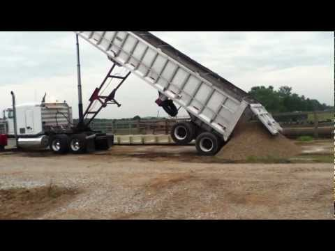 Peterbilt Dumping Rock with Frameless Trailer