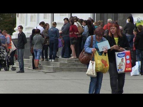 UN begins food aid to Ukraine's war-torn east