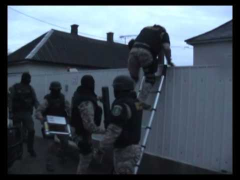Elfogták a csempészbanda hírhedt irányítóit | Videó: NAV - szon.hu