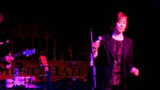 Watch Suzanne Vega Tombstone video