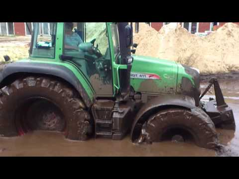 Tractor in the mud/Rijd zich vast in de blubber/complete movie