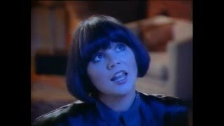 Watch Linda Ronstadt Somewhere Out There video