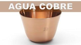Beber agua almacenada de un recipiente de cobre puede proporcionar beneficios a su salud