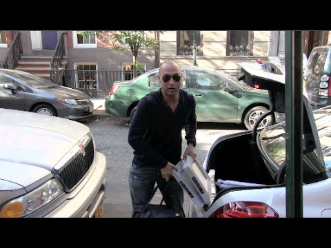 (BrandNew) (Exclusive) Derek Jeter talks to our Cameras in the West Village in NYC 10-03-14