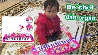 Trò chơi bé đánh đàn organ bài , cả nhà thương nhau vui vui