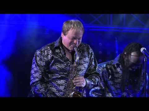 JAZZ A CARTHAGE 2012 by Tunisiana Extrait concert Earth, Wind&Fire Experience feat Al McKay.mov