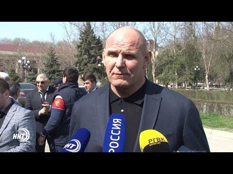 Легендарный борец Александр Карелин прибыл в Дагестан