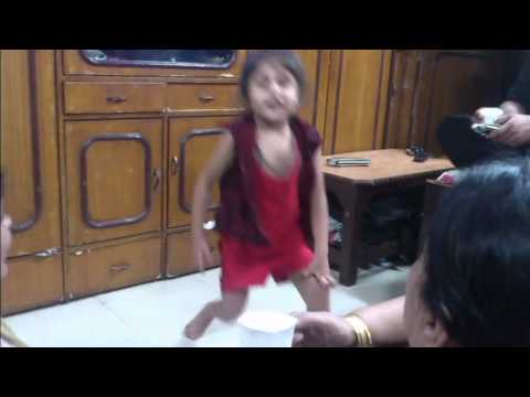Aa Re Pritam Pyare - Rowdy Rathore Song Very Cute Dance Video video