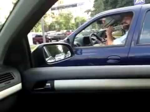 Неадекватный водитель в пробке