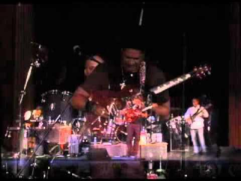Patrick Yandall performing