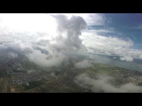 パラモーター琵琶湖上空で雲上へ