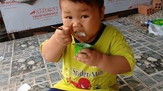 Đồ chơi trẻ em bé pin chạy xe đi mua sữa chua ❤ PinPin TV ❤ Baby toys car yogurt
