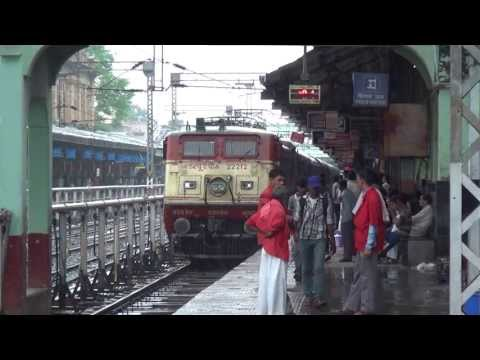 Tamil Nadu Express Majestically Entering Nagpur With Bsl Wap-4# 22212 In Charge video