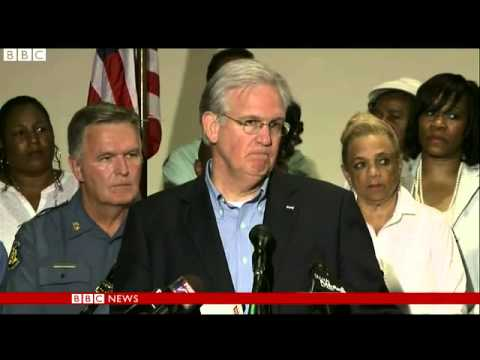 Missouri governor heckled as curfew announced in Ferguson