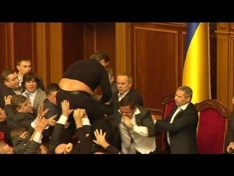 image vid�o عراك في البرلمان الأكراني