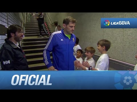 Jugadores de Real Madrid y Granada CF concentrados en el túnel de vestuarios