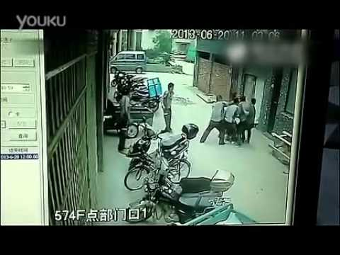 Toddler girl is falling from 4 floor's balcony: 8 couriers save her with their arms