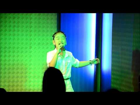 Isabel De Silva Singing The Climb & Party In The Usa video