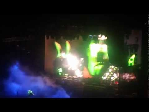 KISS : Gene Simmons Spitting Blood  : The Tour 2012