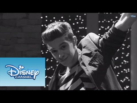 Luz, cámara, acción | Video Musical | Violetta