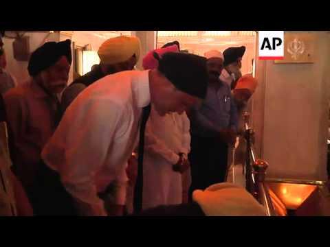 British Deputy Prime Minister Clegg vists war memorial at India gate, Sikh temple