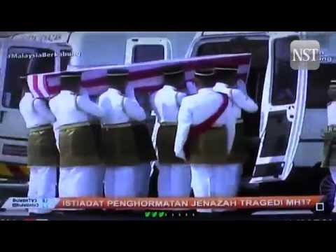 MH17: Remains of Malaysians arrive at KLIA
