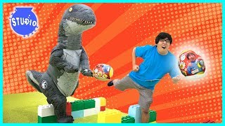 Giant Surprise Eggs Relay Race Dinosaur with Ryan ToysReview Ryan's World Toys