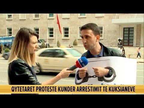 """Protestuesit i zënë """"pritë"""" Mogherinit me pranga në duar: Qeveria heq Kukësin nga Shqipëria"""