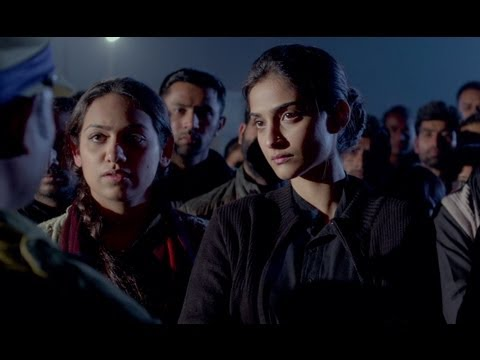 Kundan's Popularity Among Zoya's Friends Disturbs Her - Raanjhanaa