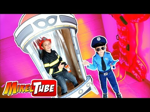 Mikel el Bombero y Leo el Policía detienen al Ladrón de los PinyPon Action