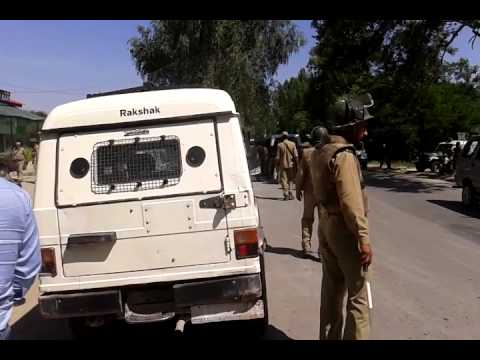 Attack on police Sopore, five policeman injured.