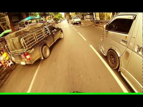 Bangkok cycling – close call on Silom