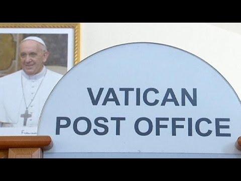 البابا يتخلص من هداياه