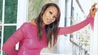 Watch Yolanda Adams Show Me video