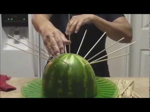 Brochetas de frutas primera parte youtube for Centros de mesa con frutas