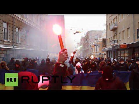 Ukraine: Masked protesters burn flares for Maidan
