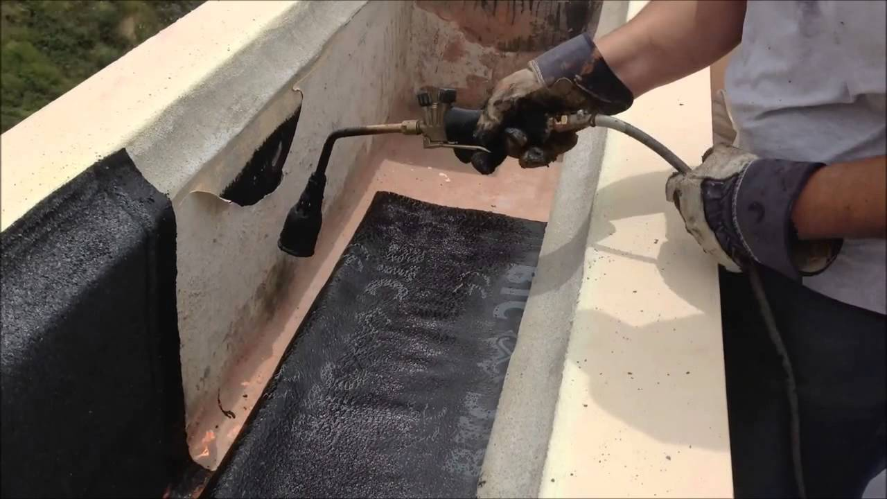 Impermeabilizacion jardinera tela asfalt 5kg m2 youtube for Tejados de madera con tela asfaltica