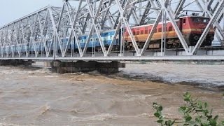 Indian Railways : Dangerous Railway Bridge, Vijayawada Junction (South Central Railway)