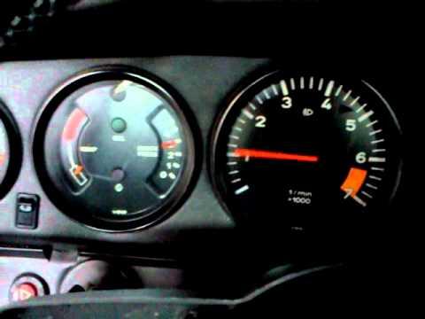 Porsche 911 3,0 SC beim Start - Leerlaufproblem