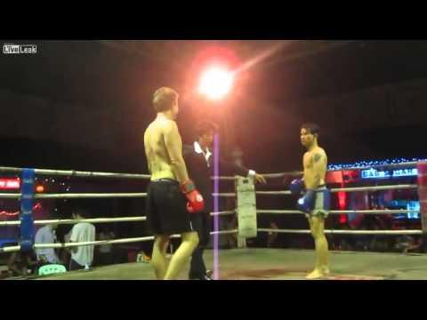 Turista borracho VS luchador profesional de Muay Thai.