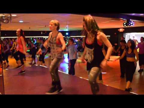 Badtameez Dil By Benny Dayal & Shefali Alvaris, Love 2 Be Fit Studio Featuring Zumba ®, Bollywood video