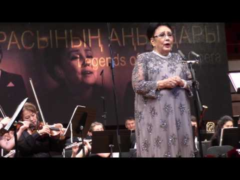 Зал встал, когда легендарная Бибигуль Тулегенова исполнила Гәкку