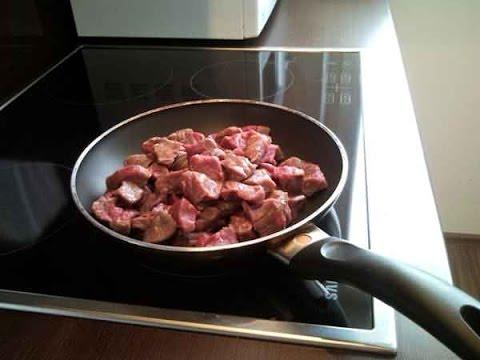 Как пожарить свинину с луком - видео