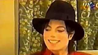 The children interviewed Michael Jackson.( Sub Ita).